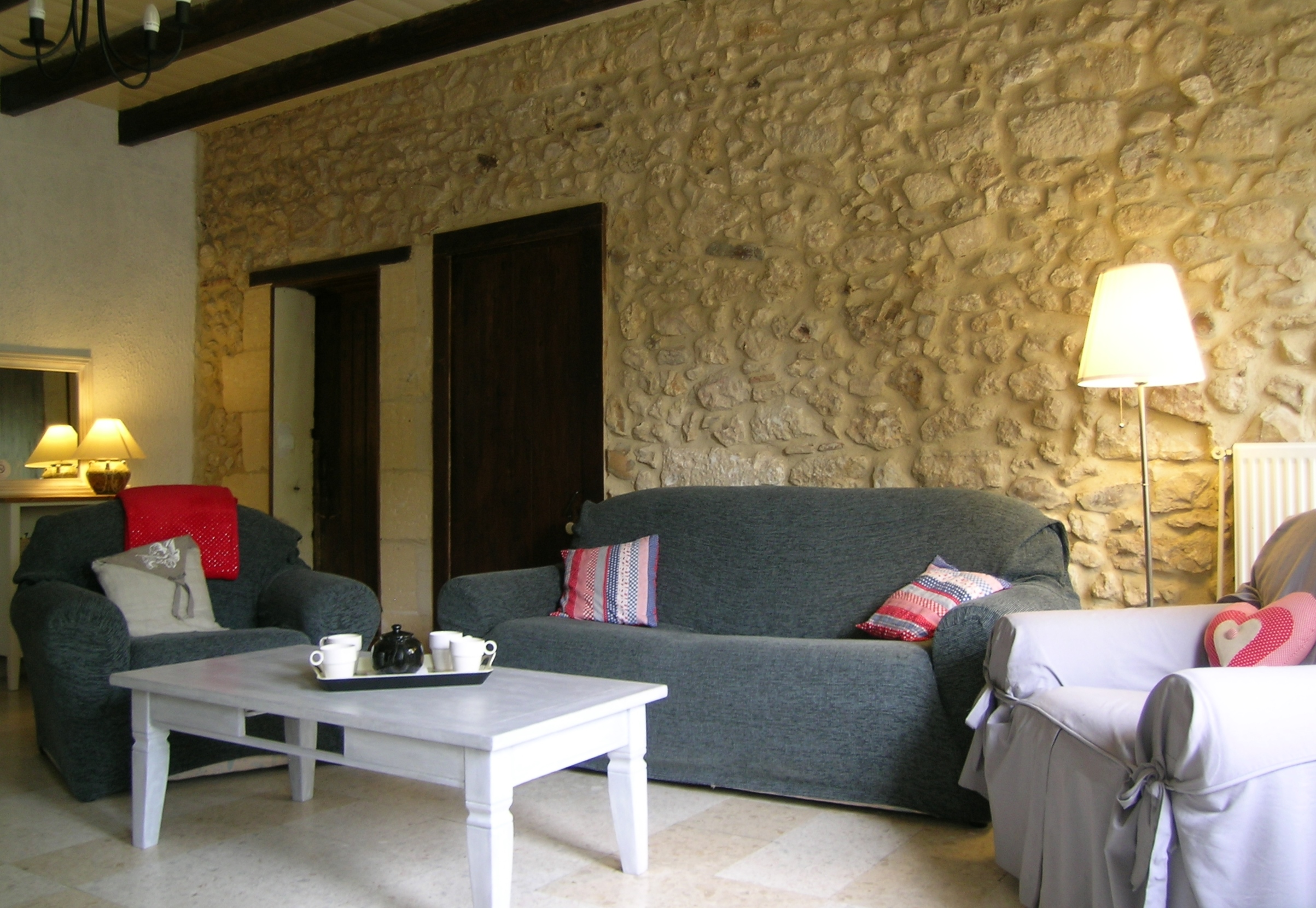 5 guest holiday rental:the lounge- gite 5 personnes : salon-Bergerac