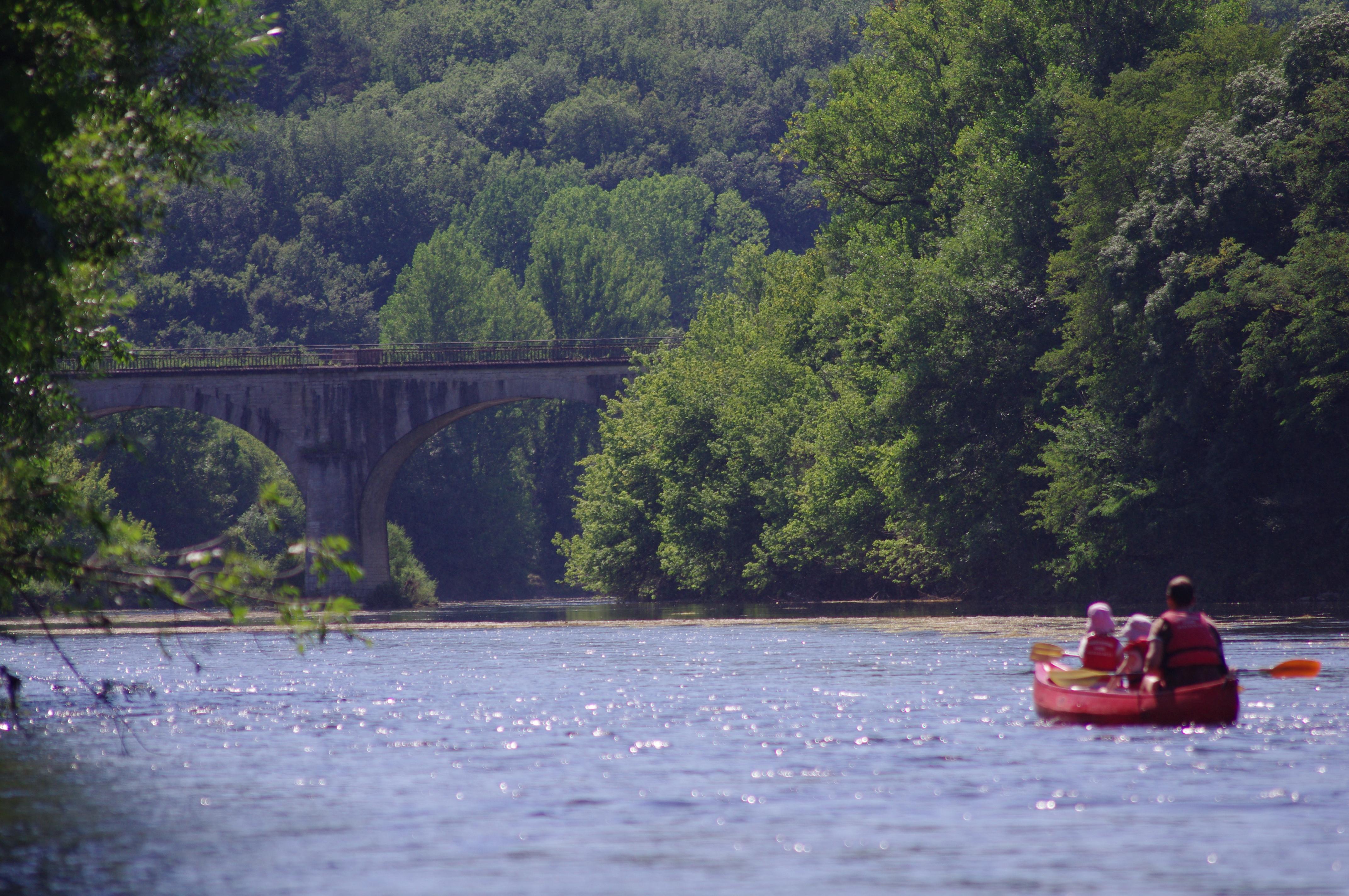 Faire du canoe sur la Dordogne ou la Vézère - Domaine de Bellevue Cottage